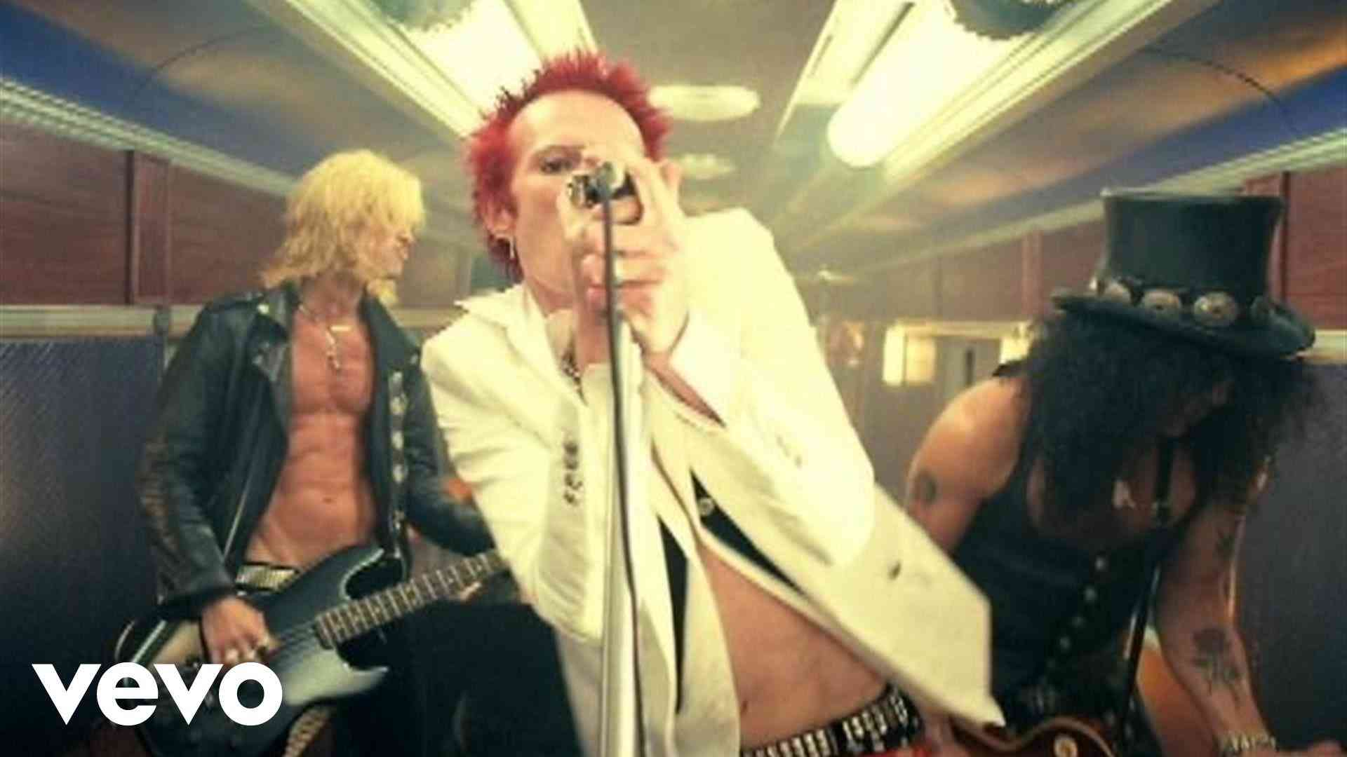Velvet Revolver - Dirty Little Thing - YouTube