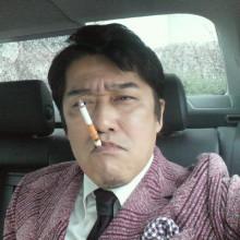 """坂上忍は1日タバコ80本!愛犬11匹の""""受動喫煙""""が心配"""