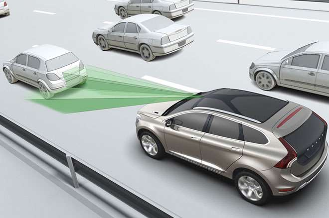 自動ブレーキ義務化を検討 国交省、高齢運転の事故対策