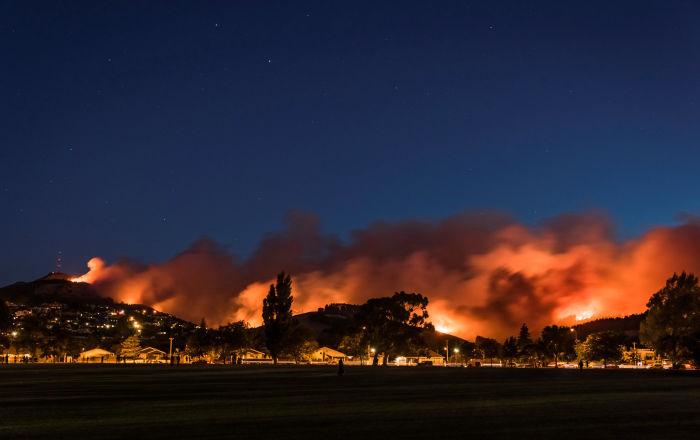 米国で森林火災 町から全員が避難