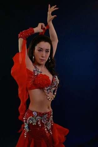 高畑淳子、へそ出し衣装でベリーダンス披露3週間で5キロ減 | ORICON NEWS