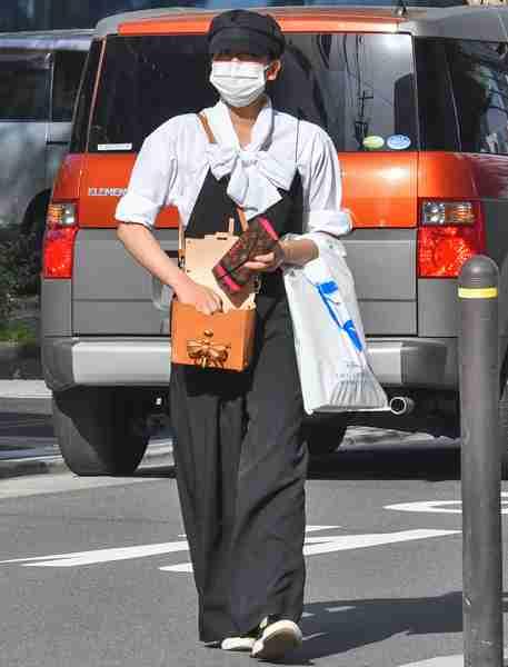 浅田真央、名古屋駅前コンビニで自身の特集雑誌立ち読み