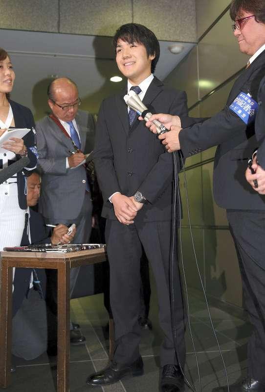 小室圭さん「スーツボタン全留め」に関心集まる 専門家の見解は