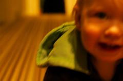 【床や壁に頭をゴンゴン打ち付ける子供】3つの対策方法 | いく☆らく