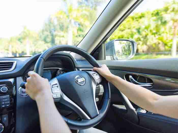 車内温度は約50℃!?爽やかな季節に潜む危険な熱中症