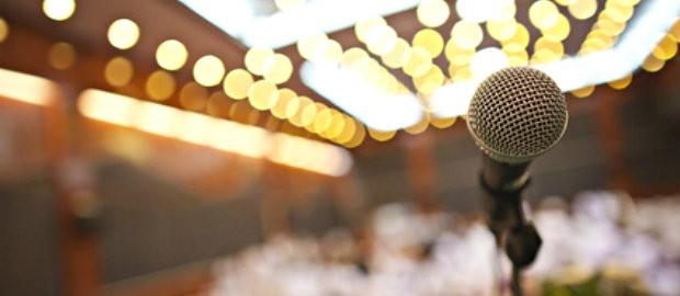 結婚式で友人代表スピーチをやった事ある方〜!
