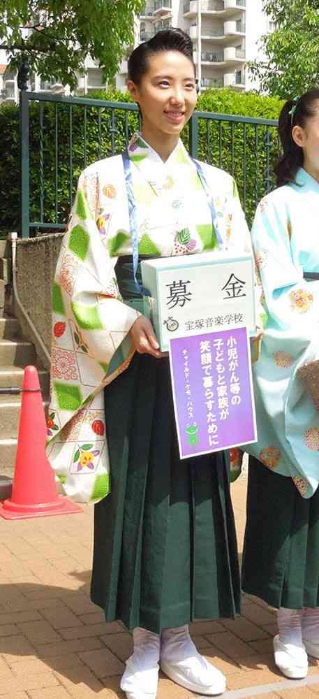 松岡修造娘・松岡恵さんの募金活動にファン殺到!一時中断ハプニングも