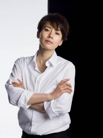 中谷美紀、髪15センチカットで性同一性障害を演じる | ORICON NEWS