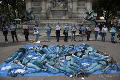 「魚を苦しめないで」 菜食主義団体がデモ フランス 写真10枚 国際ニュース:AFPBB News