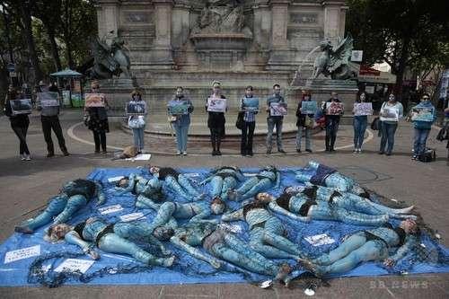 「魚を苦しめないで」 菜食主義団体がデモ フランス