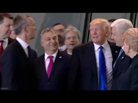 トランプ大統領 モンテネグロ首相押しのけ写真撮影の最前列に NHKニュース - YouTube
