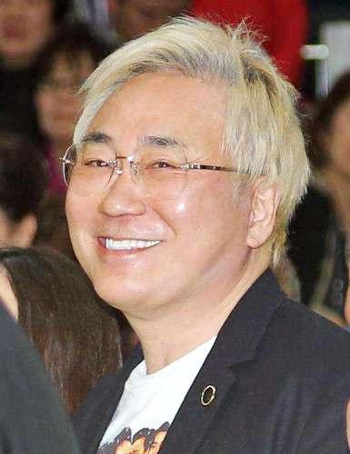 高須院長、民進党の蓮舫代表と大西議員を提訴へ 悪徳美容外科扱いに「怒りが収まらない」 : スポーツ報知