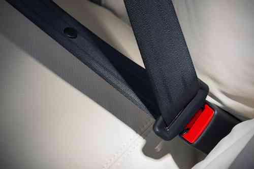 【義務です!】後部座席のシートベルト違反点数・罰金など復習 | MOBY [モビー]