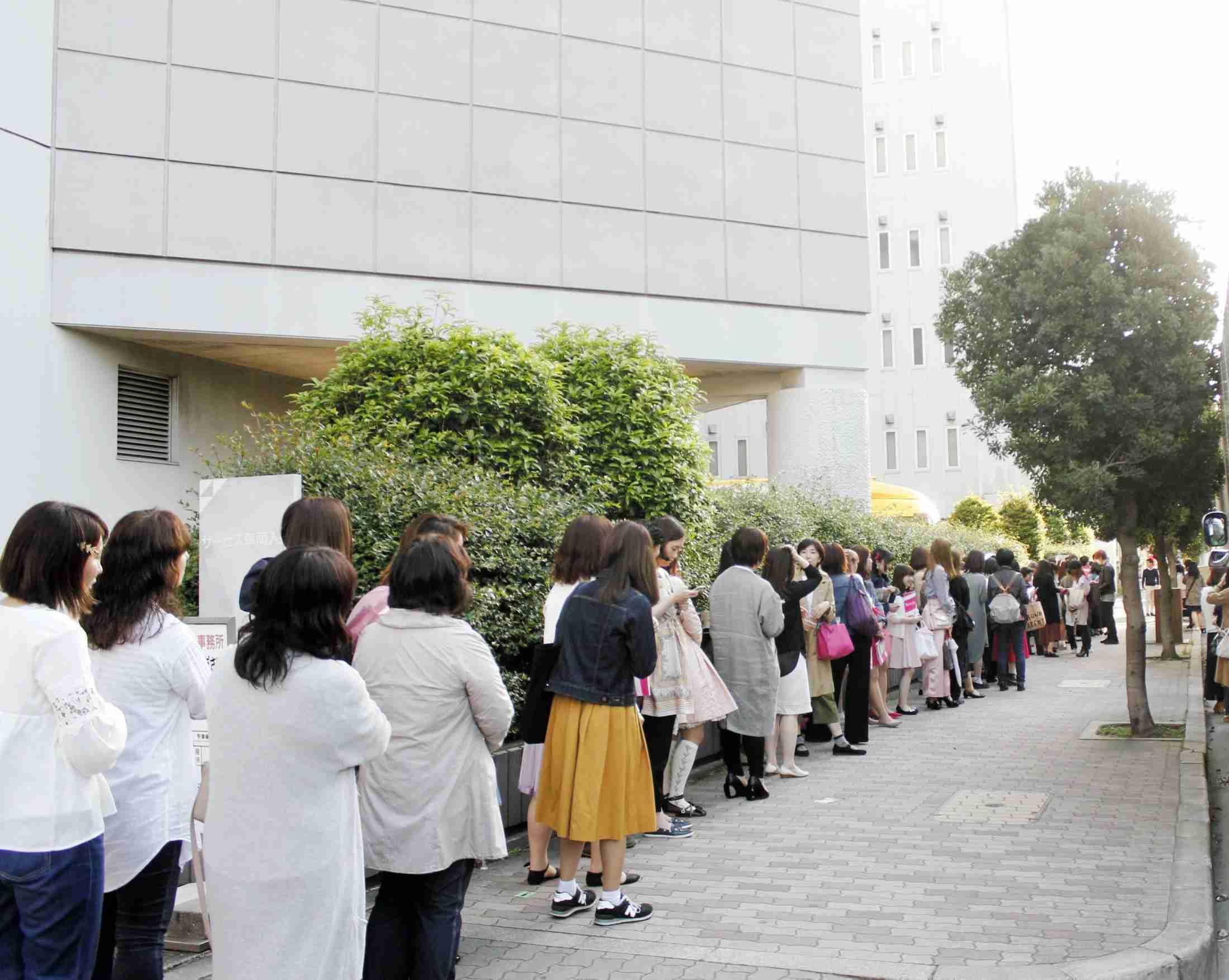 神田沙也加 千秋楽は別出口からスルリ…しょっぱい対応に200人ガックリ (デイリースポーツ) - Yahoo!ニュース
