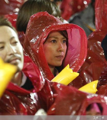 「私も私なりに必死」勝利の女神・里田まいが夫の応援で見せた姿に絶賛の声