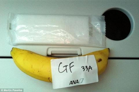 全日空、到着前の「グルテンフリー」軽食にバナナ1本 英国人男性抗議でチキンソテー追加 出発直後の夕食では特別食のほかに通常食も提供