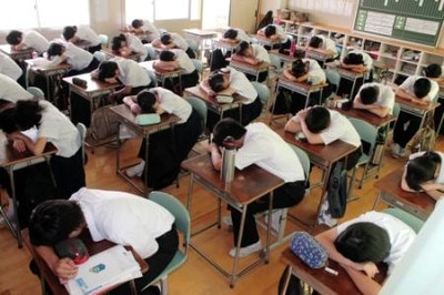 中学校で「昼寝」導入 集中力向上へ