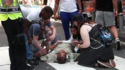 NYタイムズスクエアに車突っ込む、23人死傷(字幕・18日) (ロイター) - Yahoo!ニュース