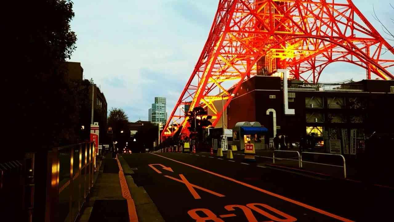 """東京タワーが一番きれいに見える時間に『時間をください』""""変身忍者""""佐藤 豪 - YouTube"""