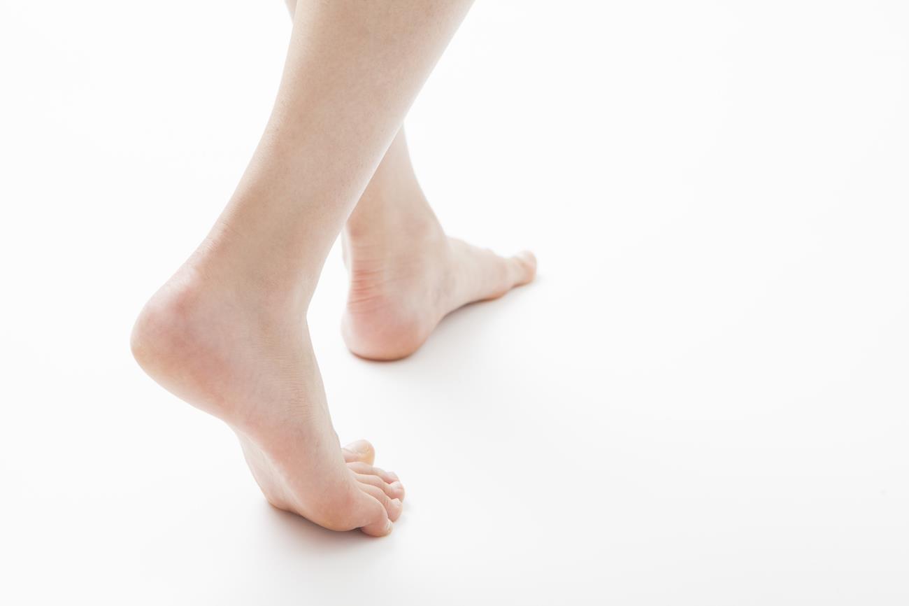 皆さんは屋内での人様の裸足は平気ですか。