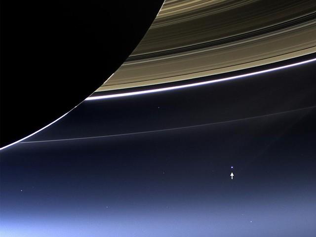 【画像】土星探査機「カッシーニ」が、14億kmも離れた場所からとらえた地球の姿