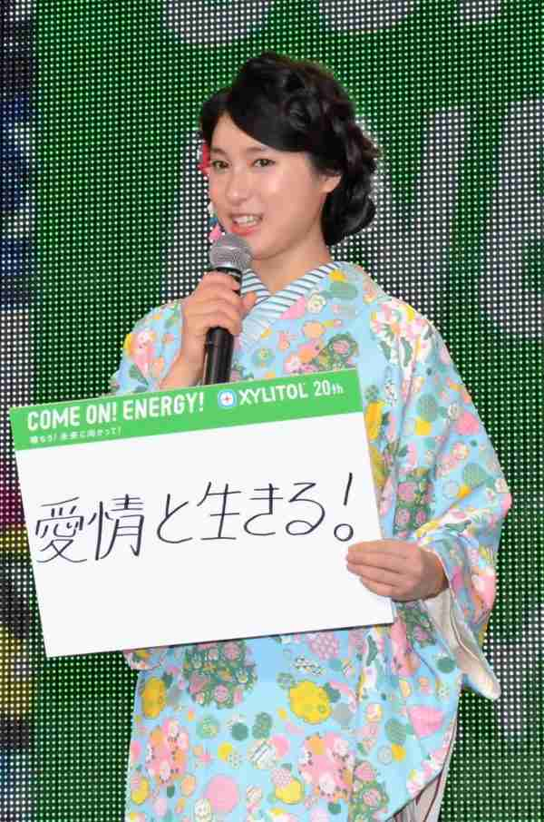 土屋太鳳が欅坂のステージ絶賛 佐藤詩織に「カッコいい」