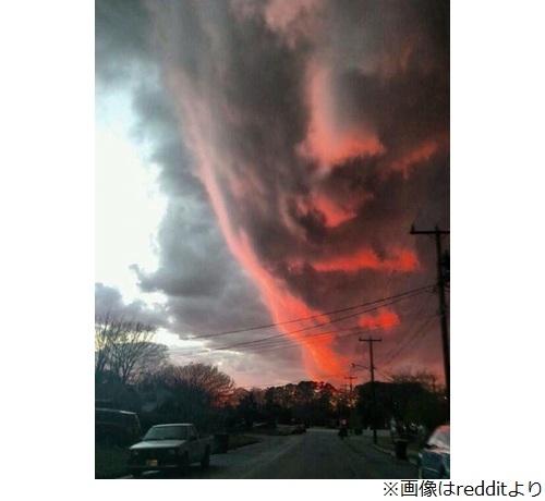 """""""巨大な人の顔のような雲""""が話題に"""