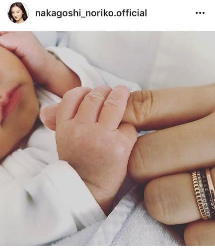 永井大パパに!中越典子が第1子男児出産を報告「家族を築いていきたい」
