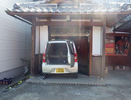 80代運転の車、民家に=住人の女性重傷-滋賀:時事ドットコム