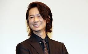 綾野剛がギャラ急上昇のワケ 大手企業CMに引っ張りダコ