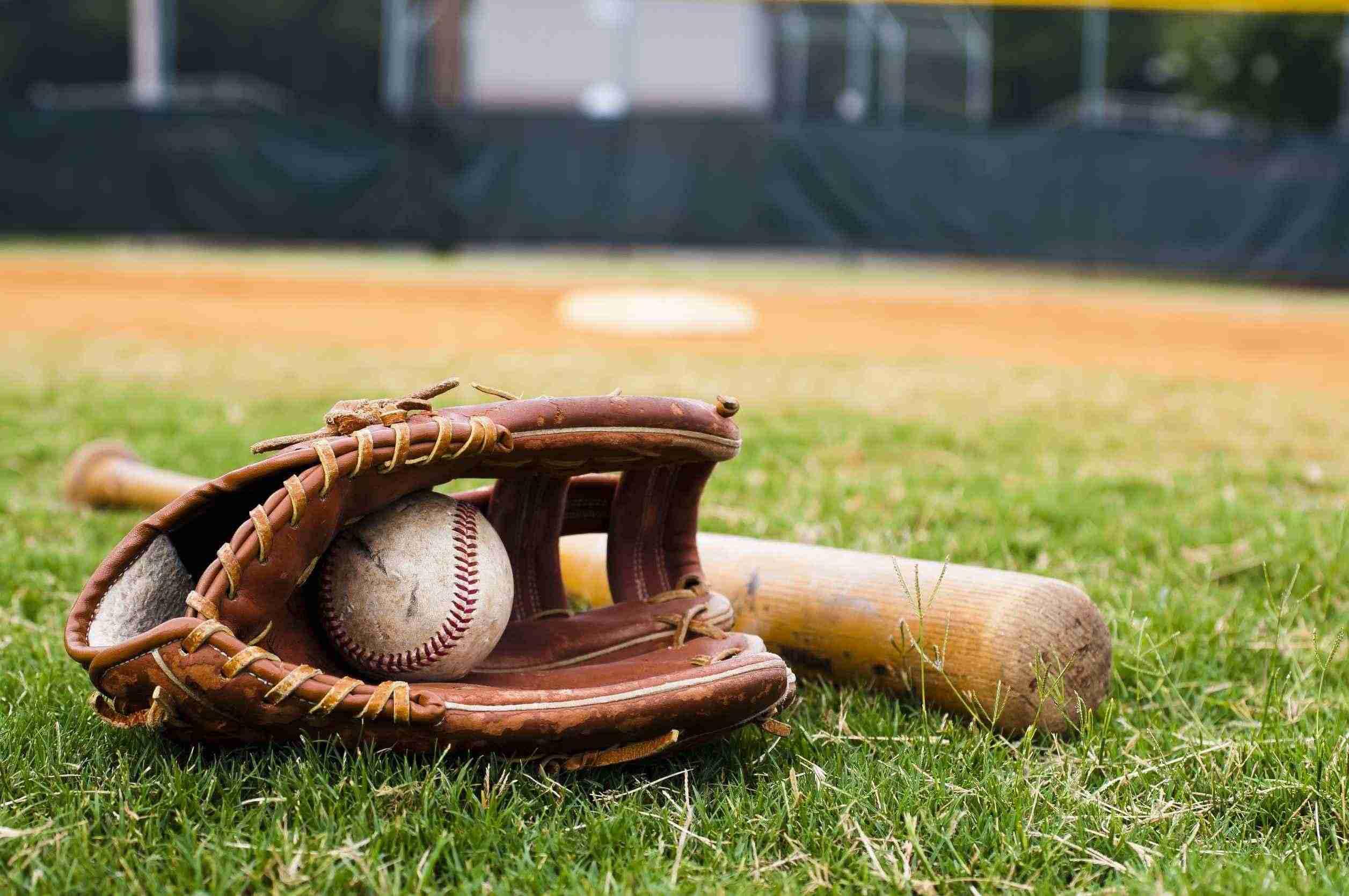 野球観戦中にボールが目に直撃!大量出血し救急車で病院へ…球団の対応は二転三転、その実態を暴露