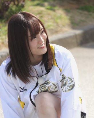 NMB48山本彩、GLAY・TAKUROからメッセージ付きギターのプレゼント 「お礼が凄過ぎて戸惑う」