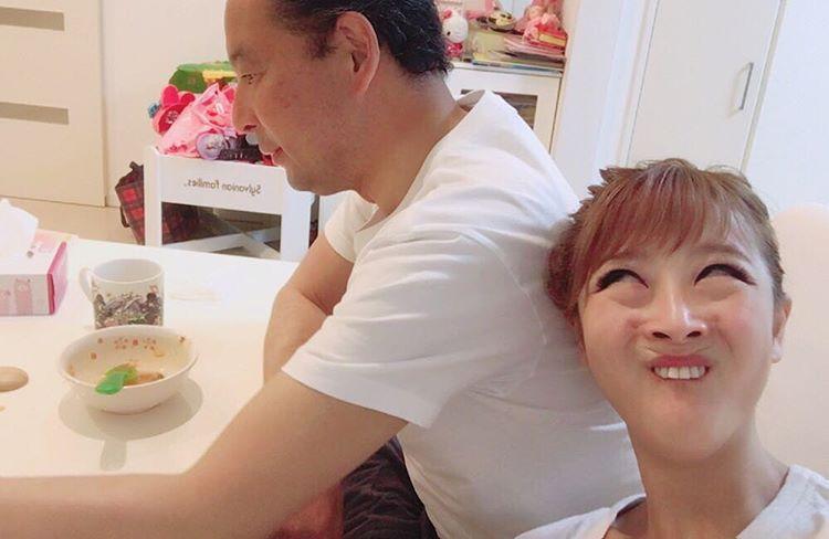 鈴木奈々、父との2ショット公開「イケメン」「かっこいい」の声続々