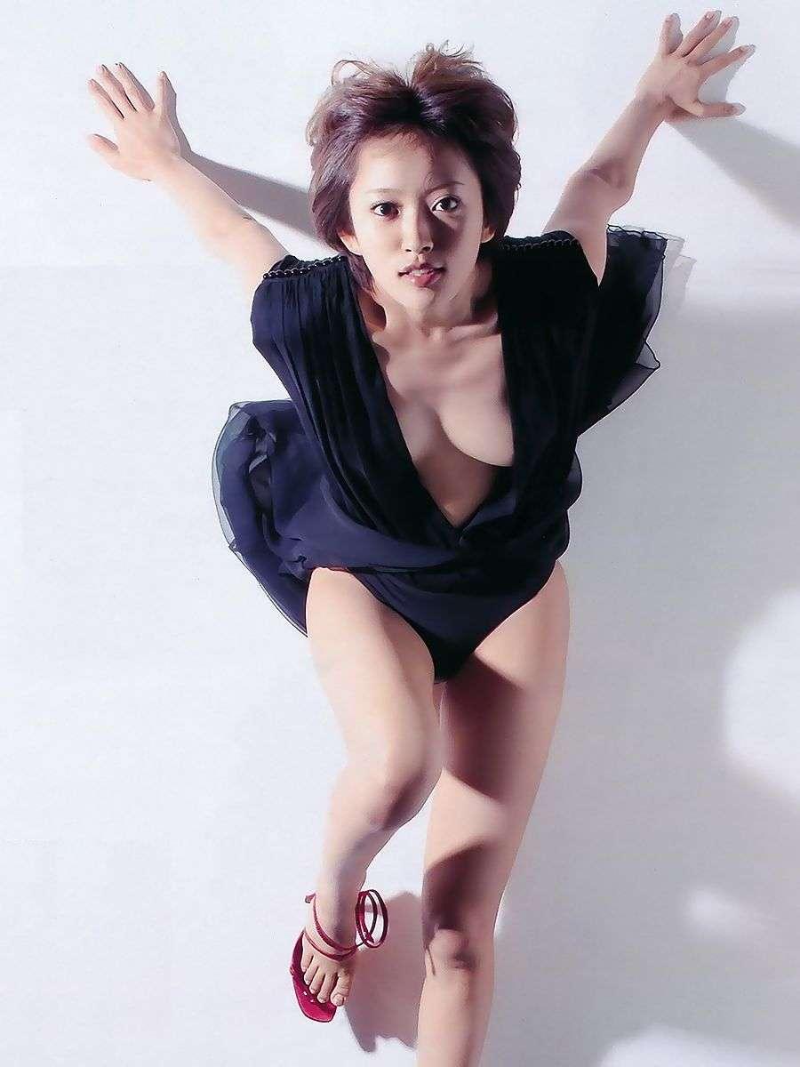 夏菜、自撮り「谷間」写真にファン大興奮 「挟まれたい」