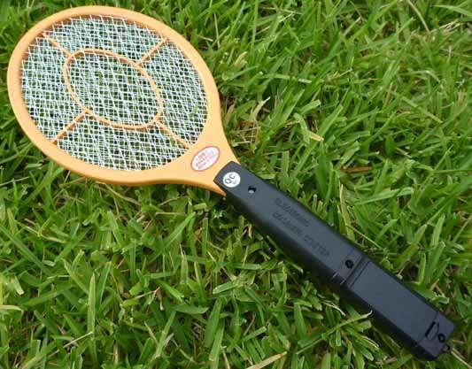 深夜の蚊をやっつける方法を考えよう