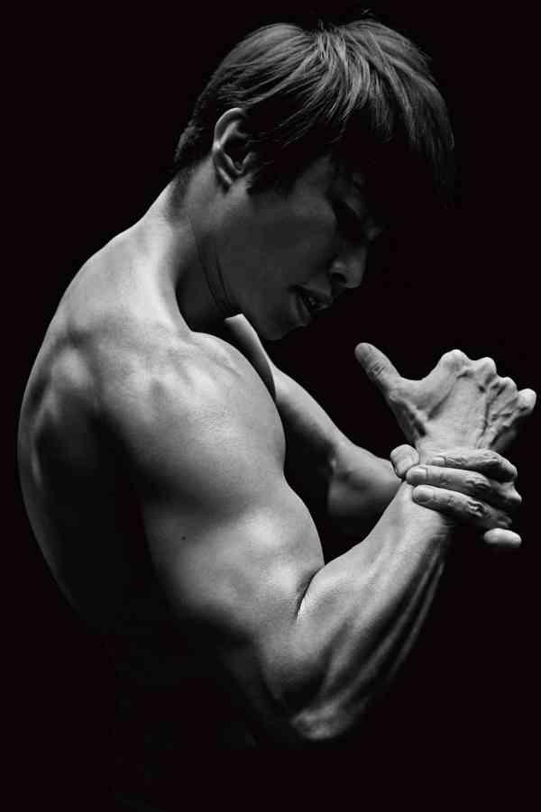 西川貴教(46) 鍛え上げた彫刻のような肉体を存分に披露