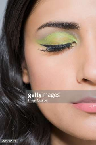 カラーアイシャドウのメイク画像