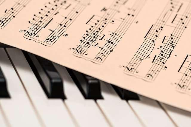 ヤマハが提訴へ JASRAC「人気曲を使い、魅力を生徒が味わっている以上、聞かせることが目的」と反論