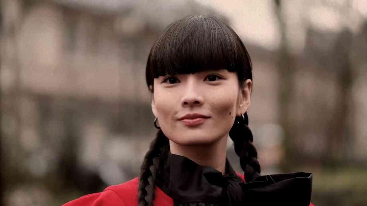 Kozue Akimoto kawaii at Comme Des Garcons during Paris Fashion Week - YouTube