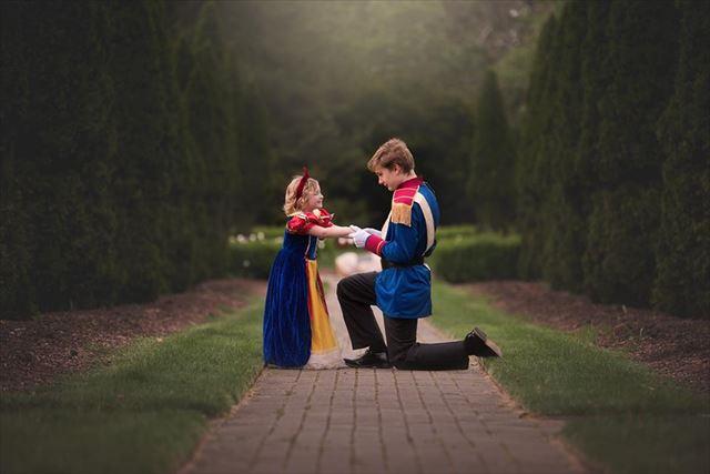 13歳の男の子が5歳の妹にプレゼントしたサプライズがかわいい 王子と白雪姫になって写真撮影