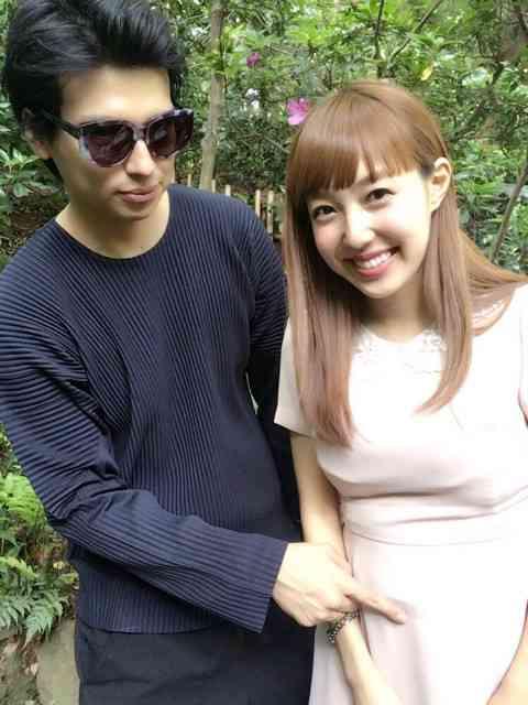 川崎希・アレクサンダー夫妻 公園でセルフマタニティーフォト撮影