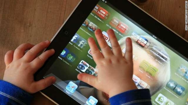 CNN.co.jp : 乳児のモバイル使用、言葉の発達遅れるリスクも 学会で発表
