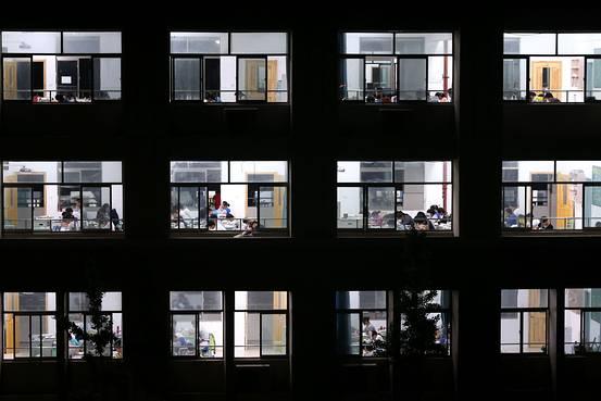 中国人留学生、米国で退学増える 学力不足やカンニングで - WSJ