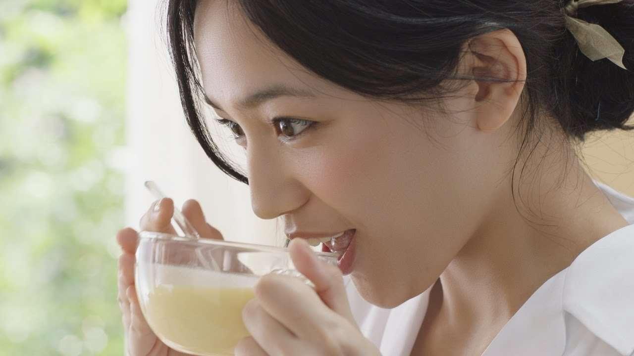「クノール カップスープ®」 冷たい牛乳でつくるカップスープ2017夏編 15秒 CM 川口春奈 - YouTube