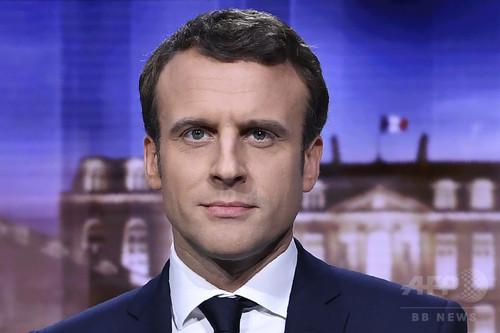 フランス大統領選 史上最年少の39歳マクロン氏勝利 極右政党のルペン氏破る