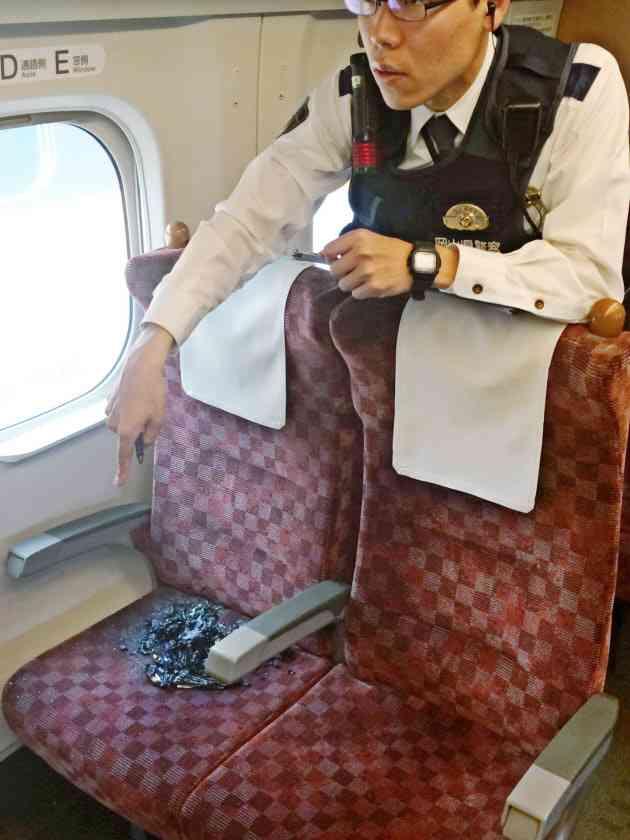 新幹線内で放火未遂容疑「岡山に着きそうになったので」