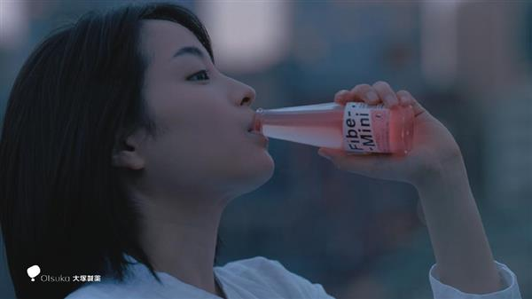 是枝監督×広瀬すず スッピンでCM撮影「すごく面白い体験」 - 産経ニュース
