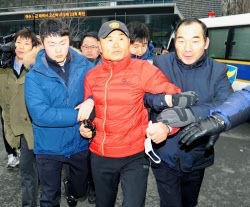 韓国人がソウルの日本大使館に向けて汚物入り容器を投擲 竹島の領有権主張に抗議 : 厳選!韓国情報