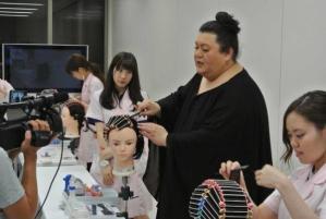 美容師の指名料について