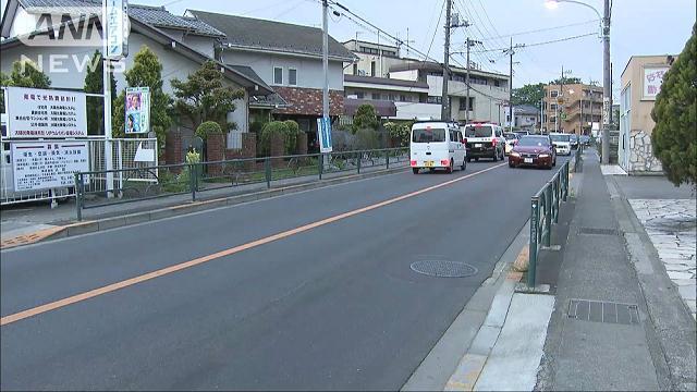 東京・町田で小1男児が車にはねられ死亡 渋滞の車列すり抜け横断し…